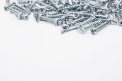 Eine Sammlung Eisen-Schrauben, Nüsse und Federringe oben Lizenzfreie Stockbilder