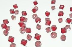 Eine Sammlung vieler roten Perlen Lizenzfreie Stockfotos