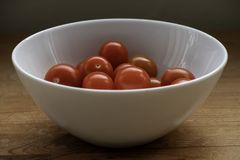 Eine Schüssel Tomaten lizenzfreie stockfotografie