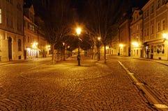 Eine schön geleuchtete Straße der Tschechischen Republik nachts Lizenzfreie Stockfotos