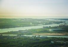 Eine schöne aero Landschaft von Riga und von Bereich, die aus einem kleinen flachen Fenster heraus schauen Riga, Lettland, Europa Stockfoto