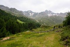 Eine schöne Ansicht der österreichischen Alpen Stockfotos