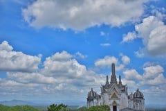 Eine schöne Ansicht der alte Palast auf dem Berg Lizenzfreies Stockfoto