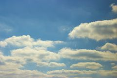 Eine schöne Ansicht des blauen Himmels mit Wolken Stockbilder