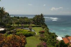 Eine schöne Ansicht von einem Ozean oder von Meer von einem Garten, der als L ist Lizenzfreies Stockfoto