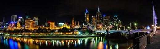 Eine schöne Ansicht von Melbourne im Stadtzentrum gelegen über dem Yarra-Fluss an Lizenzfreies Stockbild