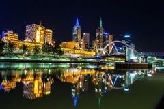 Eine schöne Ansicht von Melbourne im Stadtzentrum gelegen über dem Yarra-Fluss an Stockbild