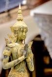 Eine schöne Buddha-Statue im thailändischen Tempel Stockbilder