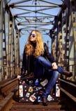 Eine schöne Frau im Freien stockfotos