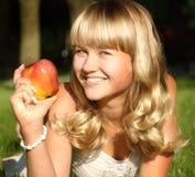 Eine schöne junge Blondine Lizenzfreies Stockbild
