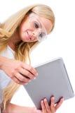 Eine schöne junge Malerfrau mit einer Tablette Stockfoto
