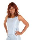 Schöne lächelnde Afroamerikaner-Dame Posing lizenzfreies stockfoto