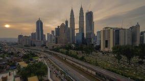 Eine schöne Landschaft des Sonnenaufgangs an Kuala Lumpur-Stadt lizenzfreie stockfotografie