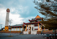 Eine schöne Moschee in Malaysia Stockbilder