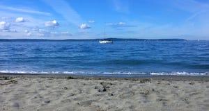 Eine schöne Yacht, Sommertag Lizenzfreie Stockfotografie
