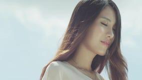 Eine Schönheit im Sonnenschein stock video footage