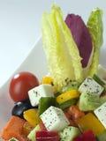 Eine Schüssel griechischer Salatabschluß oben stockfoto