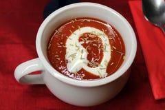 Eine Schüssel Tomatensuppe Stockfoto
