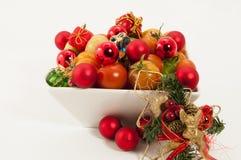Eine Schüssel Weihnachtsfestliche Tomaten Stockbild