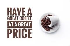 """Eine Schale auf weißem Hintergrund und Mitteilung """"Have ein großer Kaffee an einem großen Preis """" stockbilder"""