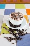 Eine Schale Cappuccino lizenzfreie stockbilder