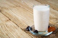 Eine Schale Jogurt mit Weizenkleie Stockfotografie