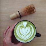 Eine Schale Matcha-Latte stockfoto
