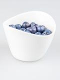 Eine Schale Pudding mit Blaubeeren Stockbild