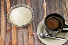 Eine Schale schwarzer Kaffee, brauner Hintergrund lizenzfreies stockbild