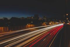 Eine schnelle Bewegung des Verkehrs in NYC lizenzfreies stockbild