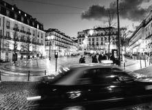 Eine Schwarzweißaufnahme von Lissabon Portugal nachts - EUROPA - PORTUGAL Lizenzfreies Stockfoto