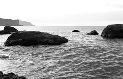 Eine Seebucht mit malerischen Bergen Lizenzfreies Stockbild