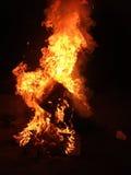 Eine sehr große Spalte der Flammen Stockbild