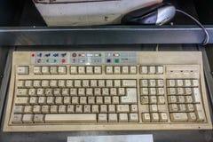 Eine sehr schmutzige Computertastatur lizenzfreie stockbilder
