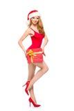 Eine sexy Frau in der roten Weihnachtswäsche, die ein Geschenk hält Lizenzfreies Stockfoto
