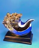 Eine silberne Figürchen, welche die Stadt von Jerusalem in Form eines Schiffs und eines Vogels darstellt stockfotografie