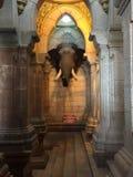 Eine Skulptur, die den Kopf eines asiatischen Elefanten darstellt Lizenzfreies Stockfoto