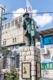 Eine Skulptur rief den wandernden Juden durchgeführt vom Bildhauer Nicky Imber an, der im Künstlerviertel steht lizenzfreies stockbild