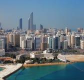 Eine Skylineansicht von Abu Dhabi, Hauptstadt UAES Stockfotos