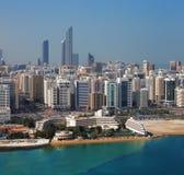 Eine Skylineansicht von Abu Dhabi, Hauptstadt UAES Stockbild