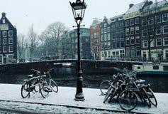 Eine Snowy-Szene in Amsterdam Stockbild