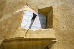Eine Sonnenskala im Mausoleum von Moulay Ismail in Meknes, Marokko lizenzfreie stockfotografie