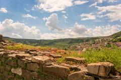 Eine sonnige Ansicht von Veliko Tarnovo Stockfotografie