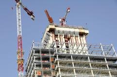 Eine Spitze eines Gebäudes im Bau Stockfotos