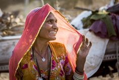 Eine Stammes- Dame im pushkar Kamel angemessen Lizenzfreie Stockfotografie