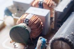 Eine starke Schicht Schutzabdeckungen die internen elektronischen Bauelemente des Computers lizenzfreies stockfoto