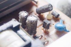 Eine starke Schicht Schutzabdeckungen die internen elektronischen Bauelemente des Computers stockfotografie