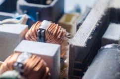 Eine starke Schicht Schutzabdeckungen die internen elektronischen Bauelemente des Computers stockbilder