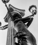 Eine Statue einer Frau in der Mitte von Kyiv, Ukraine Lizenzfreie Stockfotografie