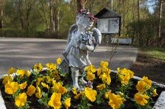 Eine Statue eines kleinen Engels Lizenzfreie Stockbilder